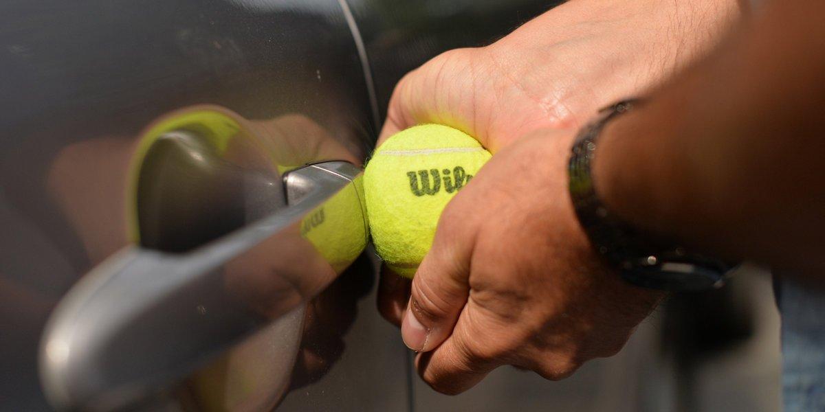 pelota_tenis_para_abrir_una_puerta_de_carro_sin_llave