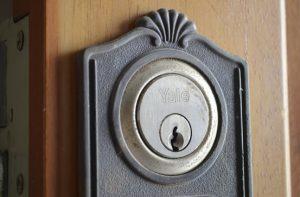 abrir puerta con llave por dentro