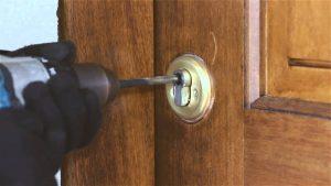 abrir puerta con taladro