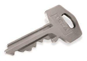 como desbloquear una puerta cerrada sin llave de casa